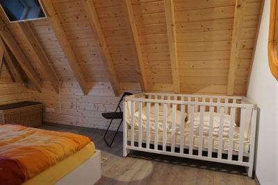 Kinderbett im Schlafzimmer 1